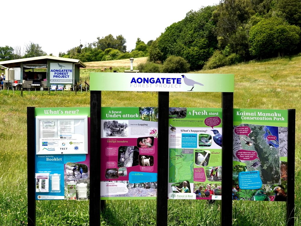 the signboard at Aongatete Forest Project with the kohnaga shelter in the background